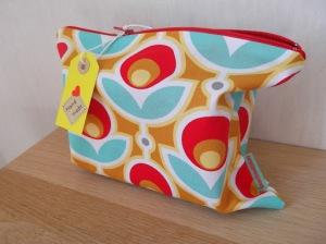 zelf een tasje maken / handgemaakt tasje / toilettasje/ make up tasje / www.geensteekjelos.wordpress.com