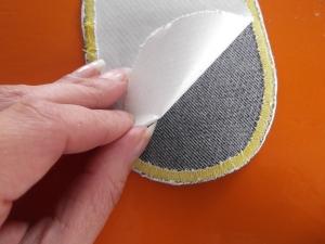 DIY kniestukken / gat in knie spijkerbroek / DIY / handleiding kniestukken maken / zelf kniestukken maken / spijkerbroek repareren / knielappen zelf maken / zelf kniestukken maken / www.geensteekjelos.wordpress.com