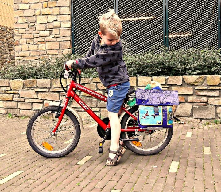 zelf een fietstas maken / www.geensteekjelos.wordpress.com