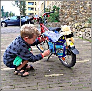 zelf een fietstas maken / handgemaakte fietstas / fietstas voor kinderen / www.geensteekjelos.wordpress.com