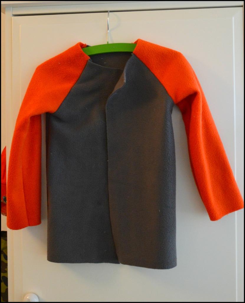 zelf kleding maken voor kinderen / fleece vestje / zelf een vestje maken / zelf een vestje naaien / fleece vest zelf naaien / www.geensteekjelos.wordpress.com