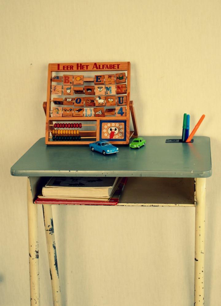 industrieel tafeltje /vintage buro / retro buro voor kinderen / vintage bureau / www.geensteekjelos.wordpress.com