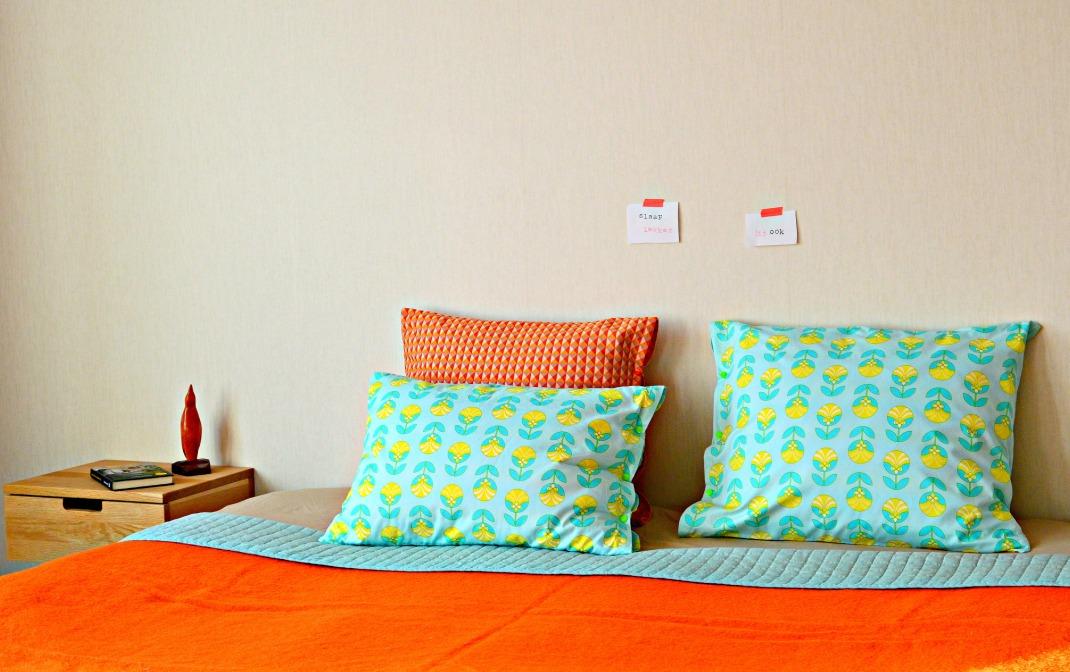 zelf kussenslopen maken / beddengoed maken / handleiding kussenslopen maken / www.geensteekjelos.wordpress.com