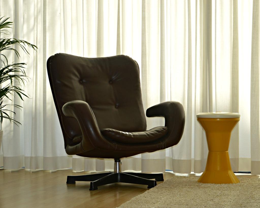 jaren 70 draaifauteuil / retro draai fauteuil / retro woonkamer / seventies woonkamer / retro living room / design living room / jaren 70 interieur / www.geensteekjelos.wordpress.com