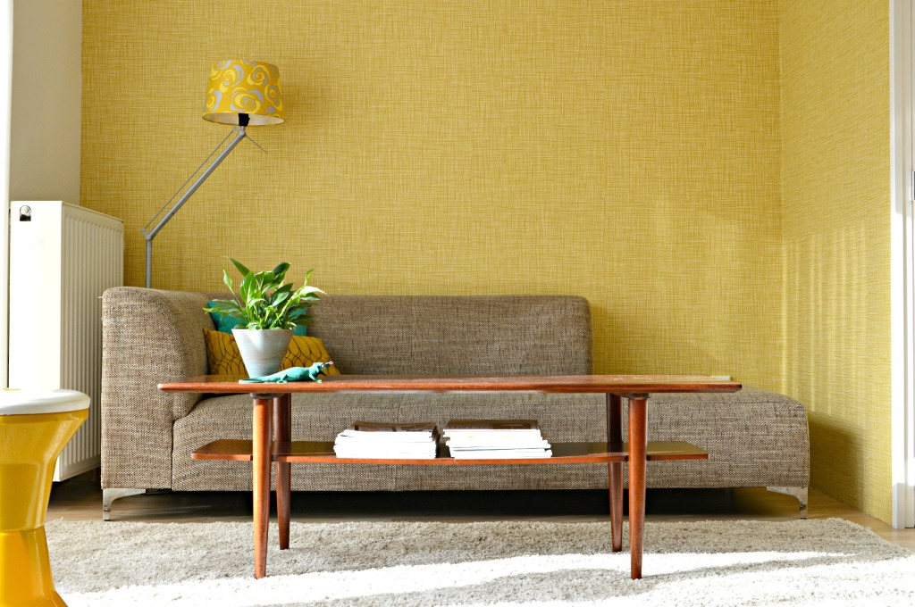 Diabolo jaren '70 krukje / Orla Kiely behang Scribble / Orla Kiely wallpaper Scribble / mid century modern living room / retro woonkamer / www.geensteekjelos.wordpress.com