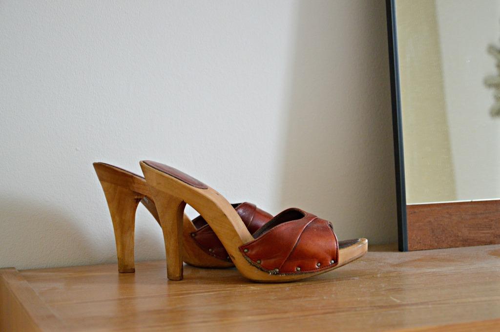 vintage kleppertjes / vintage houten sandalen / vintage wooden clogs / seventies clogs / high heels / www.geensteekjelos.wordpress.com