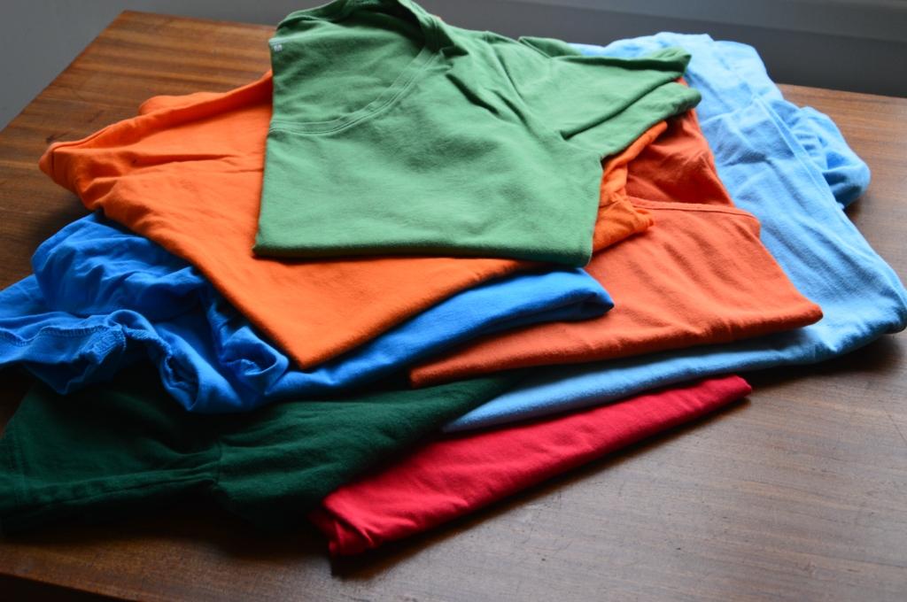 kleding hergebruiken / kleding van de kringloop hergebruiken / recykleren / oude kleding opnieuw gebruiken / zelf een t-shirt naaien / kleding maken / retro t-shirt / kinderkleding ontwerpen / kleding naaien / www.geensteekjelos.wordpress.com