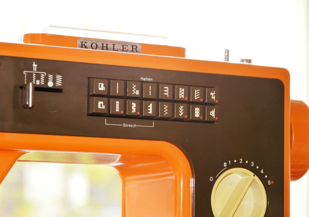 jaren '70 naaimachine / retro naaimachine / köhler naaimachine / oranje naaimachine / leren naaien / zelf maken / www.geensteekjelos.wordpress.com